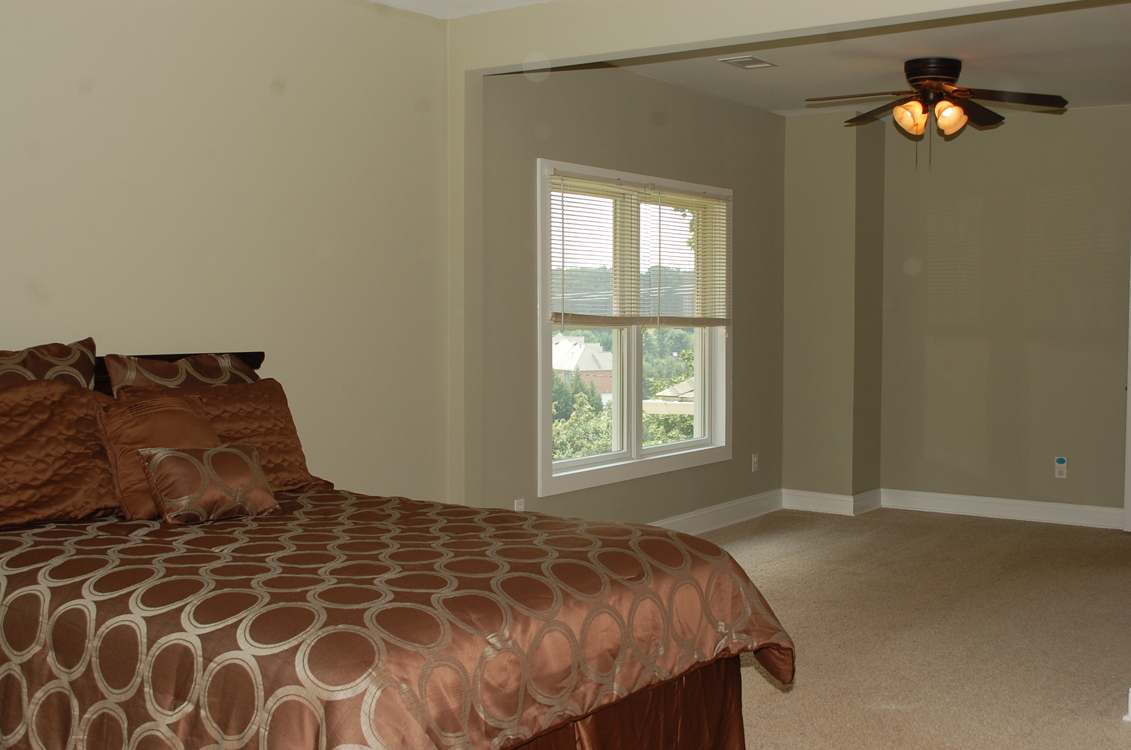 Staged Master Bedroom In A Vacant Home The Welcome Home Interior Design Solutions Llc
